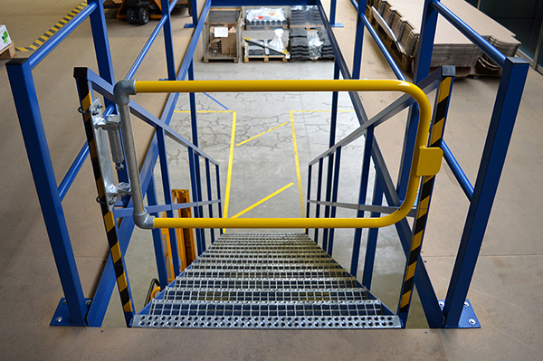 Single width self closing safety gate (powder coated)-0