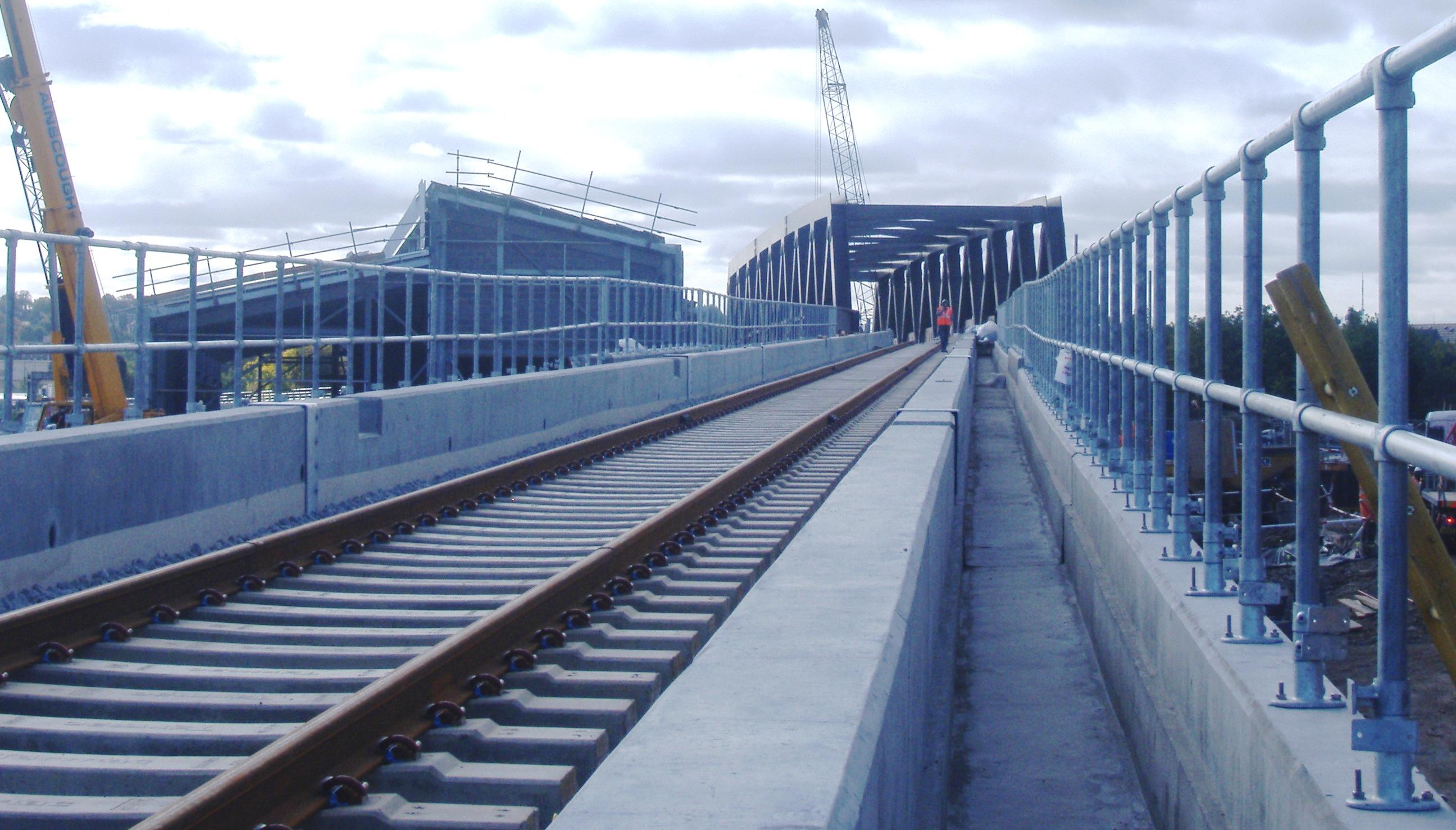 BALFOUR_BEATTY_EAST_LONDON_RAILWAY_LINE_%288%29.jpg