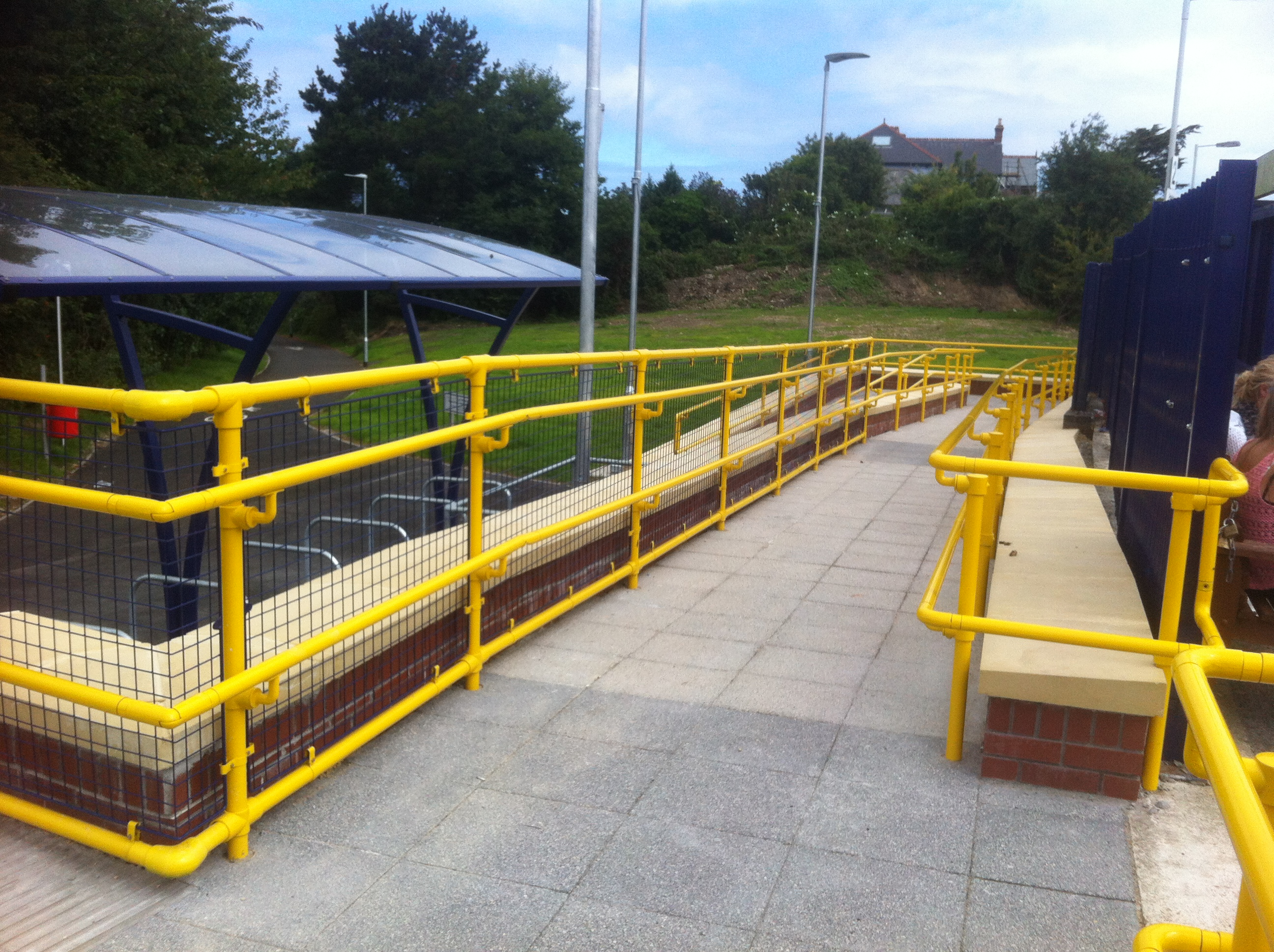 Kee_Access_handrailing_at_Hayle_Railway_station.JPG